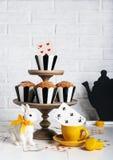 Todavía fiesta del té enojada de la vida con los molletes Fotos de archivo libres de regalías