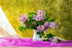 Todavía floración de las flores de las lilas del ramo de la vida Imagenes de archivo