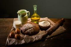 Todavía foto de la vida del pan y de la harina con leche y huevos Foto de archivo libre de regalías