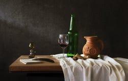 Todavía fotografía de la vida con el vino rojo Imagen de archivo libre de regalías