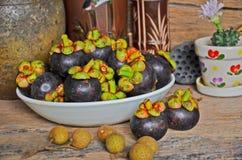 Todavía imagen de la vida del plato del mangostán Fotos de archivo libres de regalías