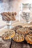 Todavía la galleta de harina de avena hecha en casa del jengibre de la miel de la receta de la vida, pirueta rodó la oblea y el p Fotos de archivo libres de regalías