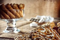 Todavía la galleta de harina de avena hecha en casa del jengibre de la miel de la receta de la vida, pirueta rodó la oblea y el p Fotos de archivo