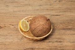Todavía limón y coco de la vida Imagenes de archivo