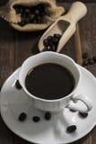Todavía taza de café de la vida en el fondo de madera Fotografía de archivo