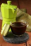 Todavía taza de la vida de galletas de los macarrones del café (café express) Imagen de archivo libre de regalías