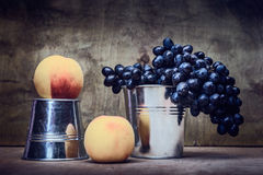 Todavía uvas naturales de la vida Fotografía de archivo