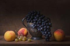 Todavía uvas naturales de la vida Fotos de archivo libres de regalías