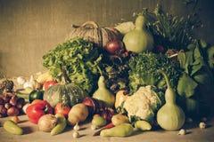 Todavía verduras, hierbas y fruta de la vida Fotografía de archivo libre de regalías