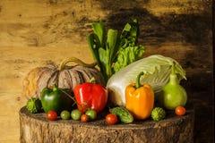 Todavía verduras y frutas de la vida. Fotografía de archivo