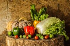 Todavía verduras y frutas de la vida. Fotografía de archivo libre de regalías