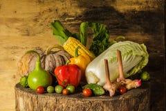 Todavía verduras y frutas de la vida. Fotos de archivo