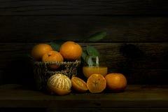 Todavía vida anaranjada y zumo de naranja Fotografía de archivo libre de regalías