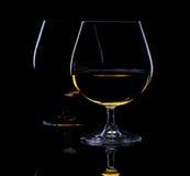Todavía vida con dos vidrios de brandy Foto de archivo