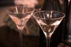 Todavía vida con dos vidrios de champán Imagenes de archivo