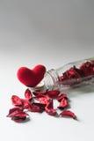 Todavía vida con el corazón en la botella de cristal Foto de archivo