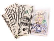 Todavía vida con el dinero y el pasaporte. Fotos de archivo