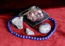 Todavía vida con el huevo de piedra Fotos de archivo libres de regalías