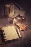 Todavía vida con el notebrook en blanco, espacio del texto Foto de archivo libre de regalías