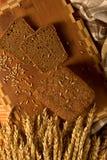 Todavía vida con el pan de centeno, espigas de trigo Fotos de archivo libres de regalías