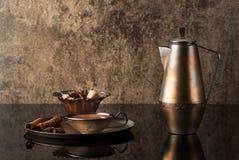 Todavía vida con el pote del café del vintage Foto de archivo libre de regalías