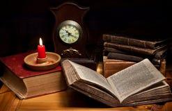 Todavía vida con el reloj Imágenes de archivo libres de regalías