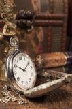 Todavía vida con el reloj de bolsillo Fotografía de archivo