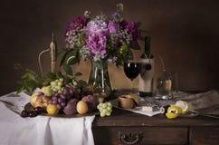 Todavía vida con el vino Fotos de archivo libres de regalías