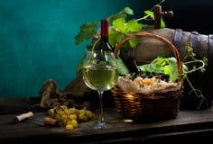 Todavía vida con el vino en blanco Imágenes de archivo libres de regalías