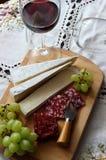 Todavía vida con el vino, queso suave Fotografía de archivo