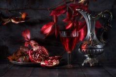 Todavía vida con el vino rojo Foto de archivo libre de regalías