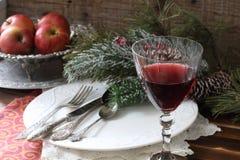 Todavía vida con el vino rojo Vector festivo Foto de archivo libre de regalías