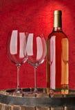 Todavía vida con el vino rojo y el corazón Fotos de archivo libres de regalías