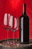 Todavía vida con el vino rojo y el corazón Imagen de archivo libre de regalías