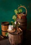 Todavía vida con el vino y el queso en blanco Foto de archivo libre de regalías