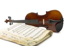 Todavía vida con el violín y el cuaderno musical viejo Fotos de archivo libres de regalías
