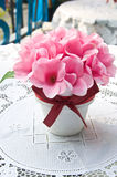 Todavía vida con flores rosadas Fotografía de archivo libre de regalías