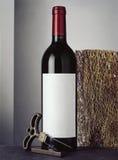 Todavía vida con la botella de vino rojo Imagen de archivo libre de regalías