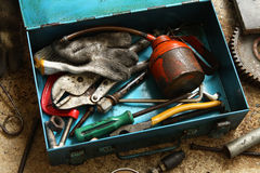 Todavía vida con la caja de las herramientas Foto de archivo