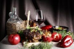 Todavía vida con la carne y las verduras Imágenes de archivo libres de regalías