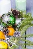 Todavía vida con la decoración del día de fiesta de la Navidad Imagen de archivo libre de regalías