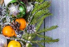Todavía vida con la decoración del día de fiesta de la Navidad Fotografía de archivo