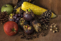 Todavía vida con la fruta Fotos de archivo