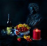Todavía vida con la fruta y el vidrio de beethoven del vino Imagen de archivo libre de regalías