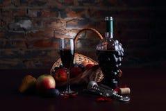 Todavía vida con la fruta y el vidrio de vino Fotografía de archivo