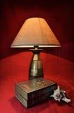 Todavía vida con la lámpara y el libro de escritorio Fotos de archivo libres de regalías