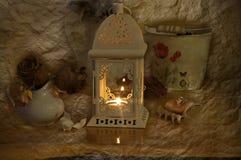 Todavía vida con la linterna y las rosas secas Foto de archivo libre de regalías