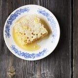 Todavía vida con la miel, panal, polen Imagen de archivo libre de regalías