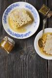 Todavía vida con la miel, panal, polen Imágenes de archivo libres de regalías