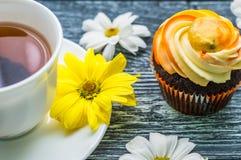 Todavía vida con la taza de té y de torta Fotografía de archivo libre de regalías